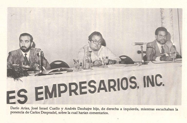 """Andrés Dauhajre hijo, Director Ejecutivo de la Fundación Economía y Desarrollo, Inc., durante su participación en el Seminario de ANJE, 1989, """"La Modernización del Estado Dominicano"""", comentando la ponencia de Carlos Despradel sobre """"La Privatización en el proceso de modernización del Estado Dominicano"""", 16 de junio de 1989."""