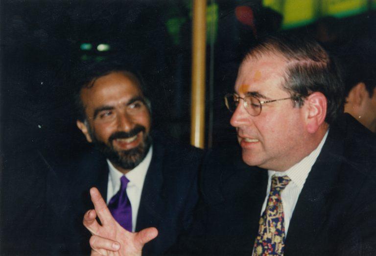 Andrés Dauhajre hijo, Director Ejecutivo de la Fundación Economía y Desarrollo, Inc. y Manuel García Arévalo, Miembro de la Junta Monetaria, durante las reuniones de la Asamblea Anual de Gobernadores del BID, Barcelona, 1997.
