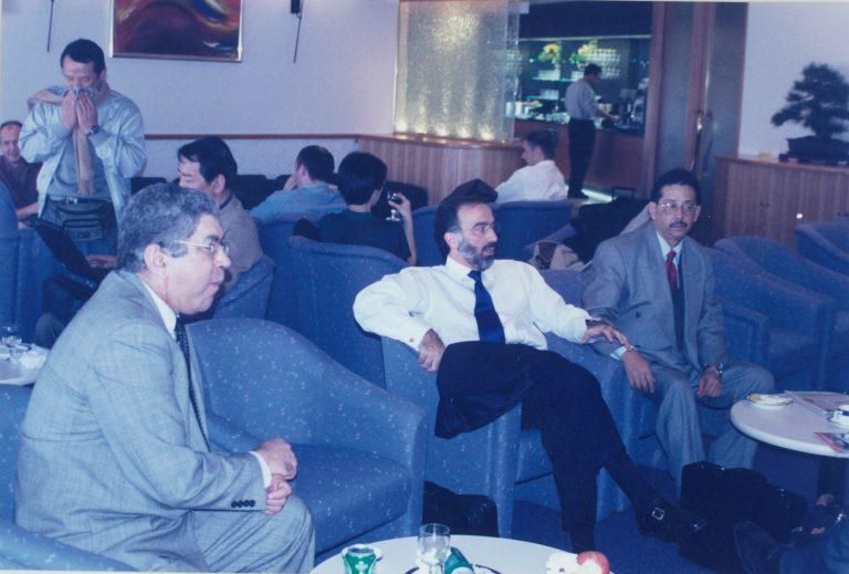 Adriano Miguel Tejada, Director de Diario Libre, Andrés Dauhajre hijo, Director Ejecutivo de la Fundación Economía y Desarrollo, Inc., y Huchi Lora, durante el viaje a Tailandia, Singapur y Japón acompañando al Presidente Leonel Fernández, 1998.