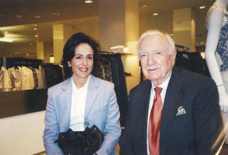 """Elizabeth Riley de Dauhajre y Walter Cronkite, el afamado periodista de televisión de los Estados Unidos, considerado como """"the most trusted man in America"""". New York, 2003."""