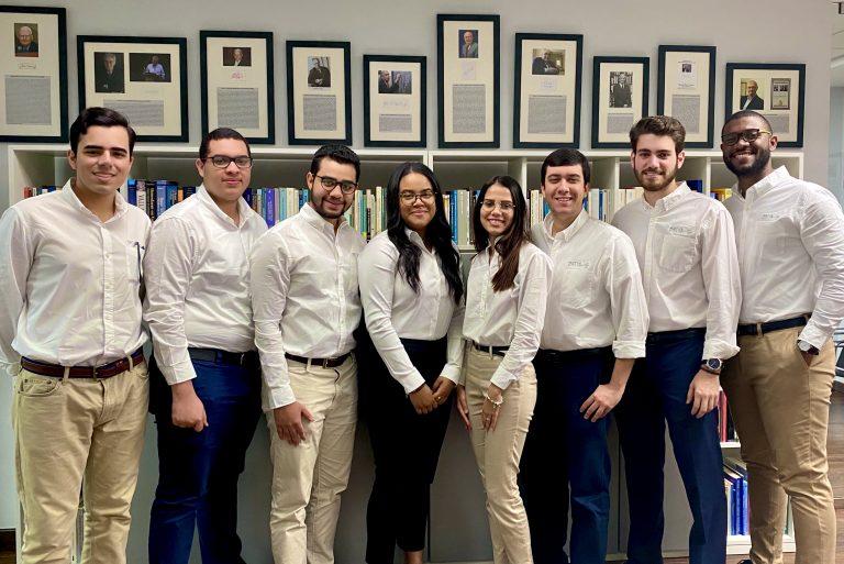 Alejandro Balcácer, Neil Carvajal, José Vladimir García, María Fernanda Castro, Nicole Peña, Roberto Guzmán, Luis Prida, Andrés Pérez